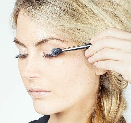 powder on eyelashes
