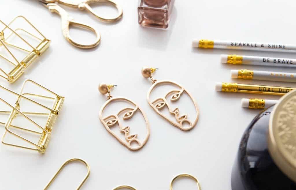 Chic accessories