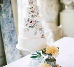 Lifelike Design Wedding Cake