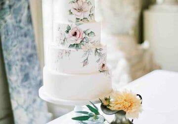 Lifelike Design Wedding Cake